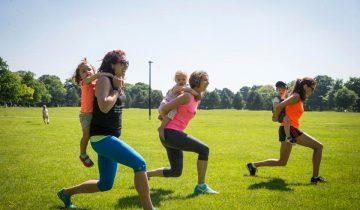 Малыши вместо гантелей: мамочки тренируются, да и детишкам весело