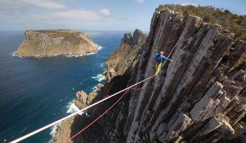 Босиком над бездной — знаменитый канатоходец покоряет утесы Тасмании