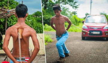 Супермен из глубинки: индийский паренек тянет автомобиль, удерживая веревку лопатками