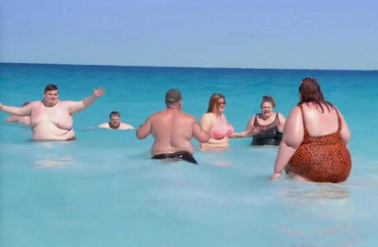 Видео фото толстые на пляже лекси белл