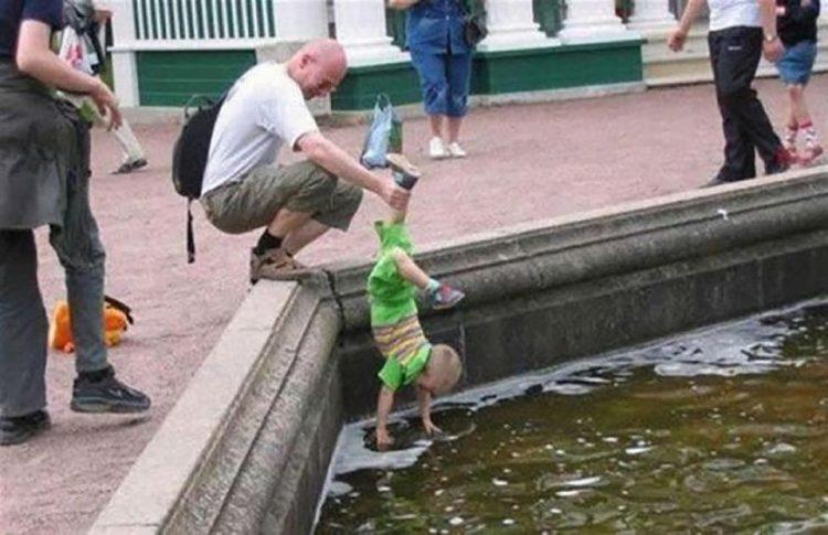 12 убойных снимков. Как папы гуляют с детьми!