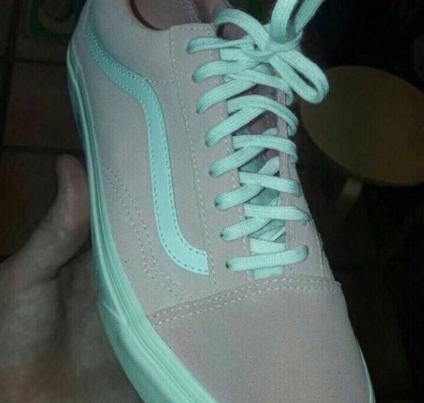 Это случилось снова: какого цвета кроссовок на фотографии? А вы как думаете?