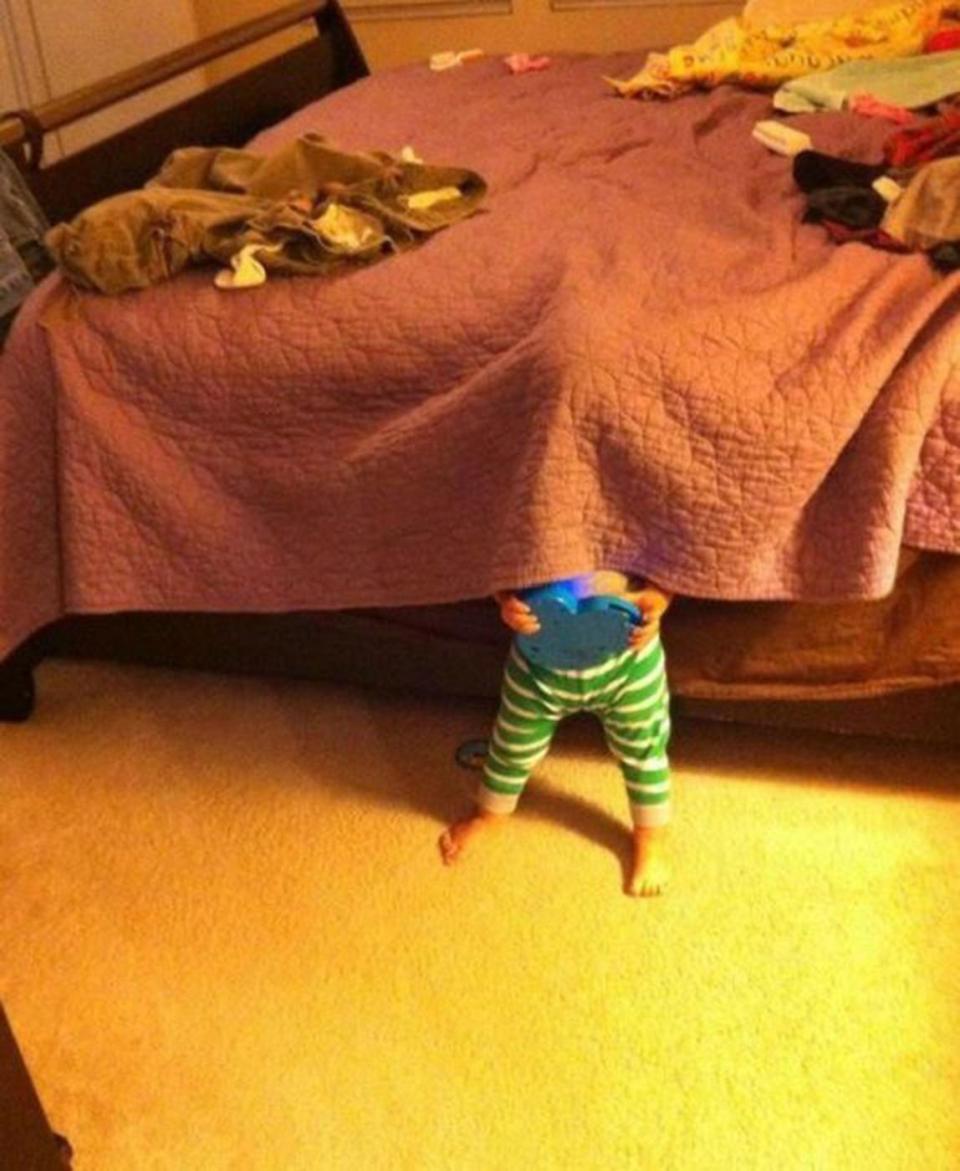 Ребенок играет смешные фото