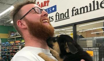 Бесхитростная просьба парня помогла ему собрать миллион ретвитов и получить щенка!