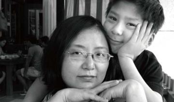 Фотосессия матери и ребенка длиной в 17 лет, исполненная мудрости и создания