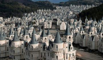 Город-призрак из сотен заброшенных «сказочных домов» в Турции