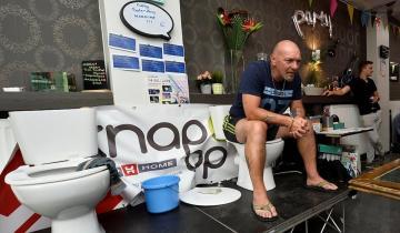 Бельгиец 5 дней просидел на унитазе ради неофициального рекорда