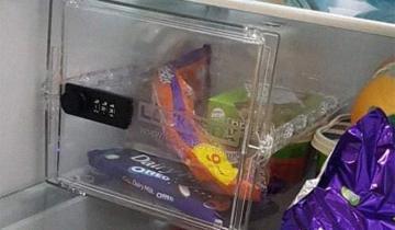 Муж поставил в холодильник сейф для шоколадок и возмущению жены нет предела!