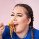 Британка съедает по 5,5 тыс. калорий за раз перед камерой и хочет дойти до 10 тыс.!