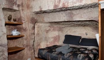 В Австралии в городке Кубер-Педи люди живут в квартирах под землей