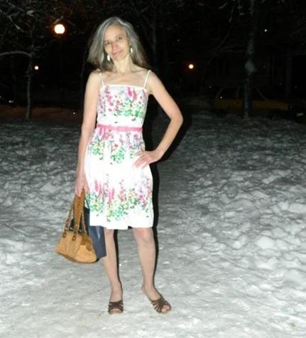 Женщина, которая не боится холода и в 58 лет выглядит на 30