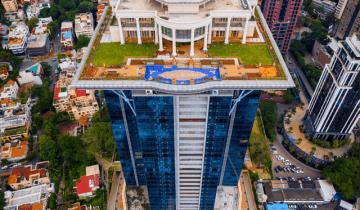 Индийский миллиардер построил особняк на крыше небоскреба и вынужден был «забыть» о нем