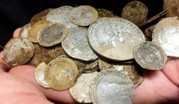 Фермер в своей кладовой случайно нашел 1000-летний клад