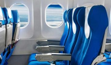 Почему кресла в самолетах всегда синие?