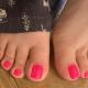 Девушка разбогатела на фотографиях своих ног с идеальным педикюром