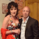 Женщина отомстила неверному мужу, сделав из его коллекции пластинок напольное покрытие