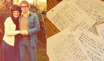 Муж писал стихи для своей покойной жены и клал их под подушку каждый день в течение 25 лет