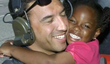 Мужчина разыскал девочку, которую спас 10 лет назад, чтобы поблагодарить ее