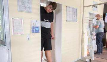 Как живет 19-летний великан ростом 2,24 м