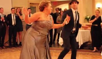 Забавный танец мамы на свадьбе сына поразил пользователей Сети