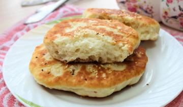 Семья подсела на лепешки «Бхатури»: готовятся быстро и едятся вместо хлеба