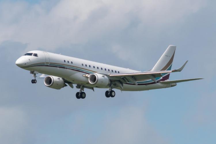 Внушительного размера Embraer Lineage 1000E способен совершать безопасную посадку даже в маленьких аэропортах