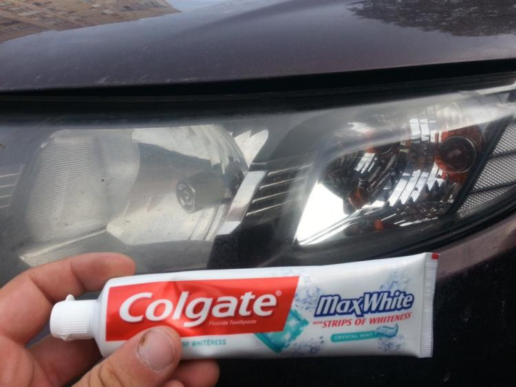 зубная паста для чистки фар автомобиля