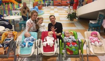 Единственные в Украине пятерняшки из Одессы выросли