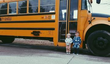 Вдохновляющие снимки семьи и их потрясающего автобуса-дома
