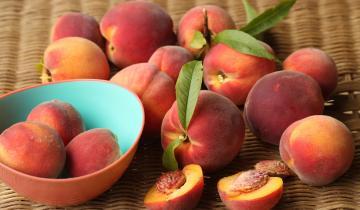Как выбрать самые сладкие персики на рынке по принципу «мальчик-девочка»?