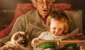 Проникновенные фото бабушек и дедушек с их внуками и котятами