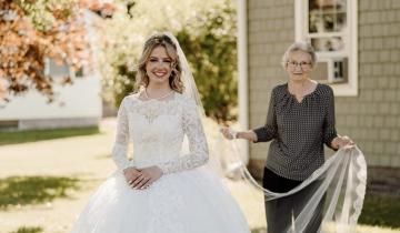 Молодая невеста надела подвенечное платье 88-летней бабушки
